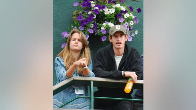 Andy Murray is to marry long-time girlfriend Kim Sears.