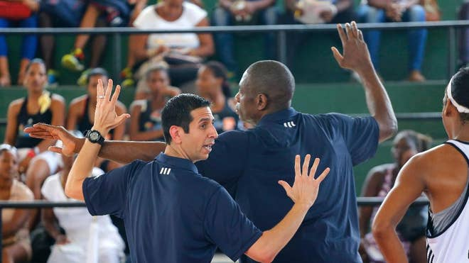 Former NBA greats Steve Nash and Dikembe Mutombo have opened their training camp for Cuban basketball players, hoping to boost the game's popularity on the com