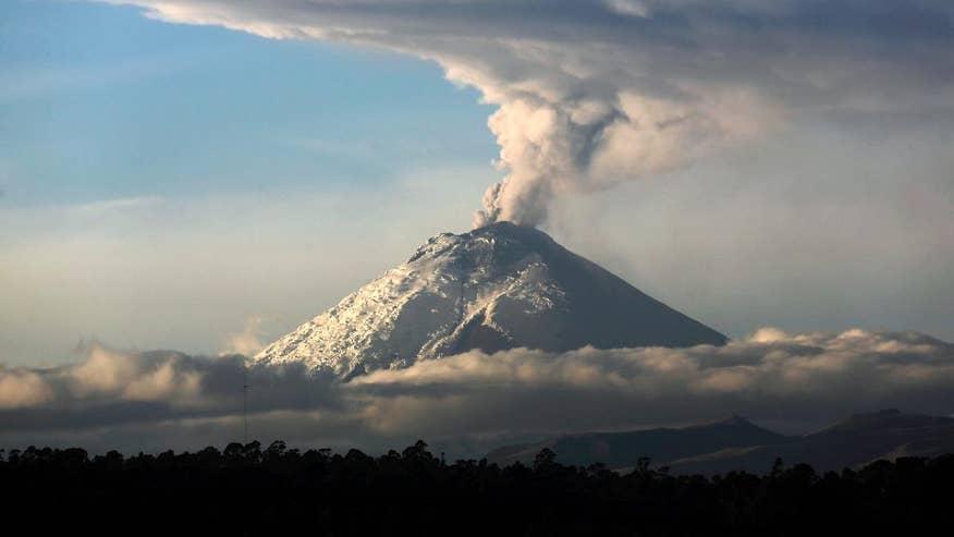 APTOPIX Ecuador Volcano-1.jpg