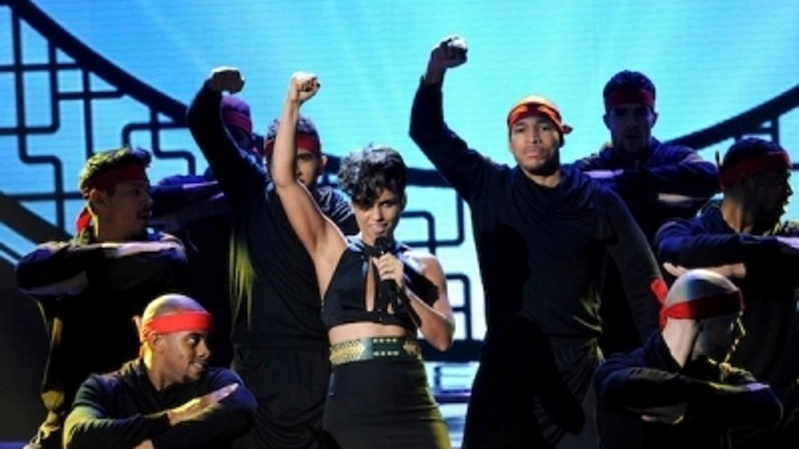 Alicia-Keys-The-X-Factor-Girl-On-Fire-400x300