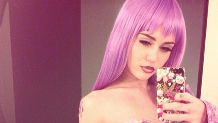 Miley-Cyrus-as-Lil-Kim-567x450