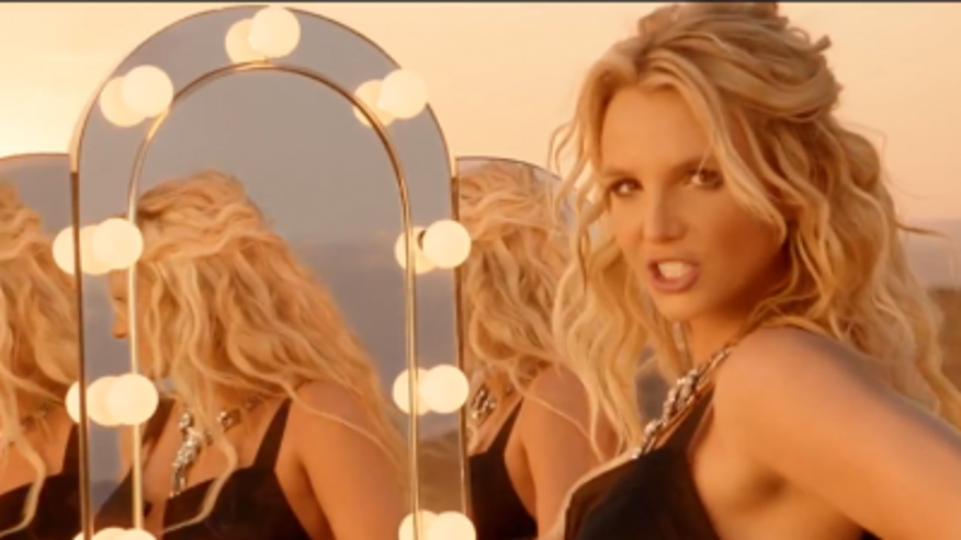 britney-spears-work-bitch-400x300