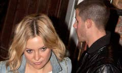 Kate Hudson and Nick Jonas are sure to reignite romance rumors after being spotted on an intimate, candlelit dinner date.ET has obtained exclusive pics of the -year-old actress and -year-old singer outside the quaint Italian eatery, Pace, in Los Angeles, California, on Wednesday night.