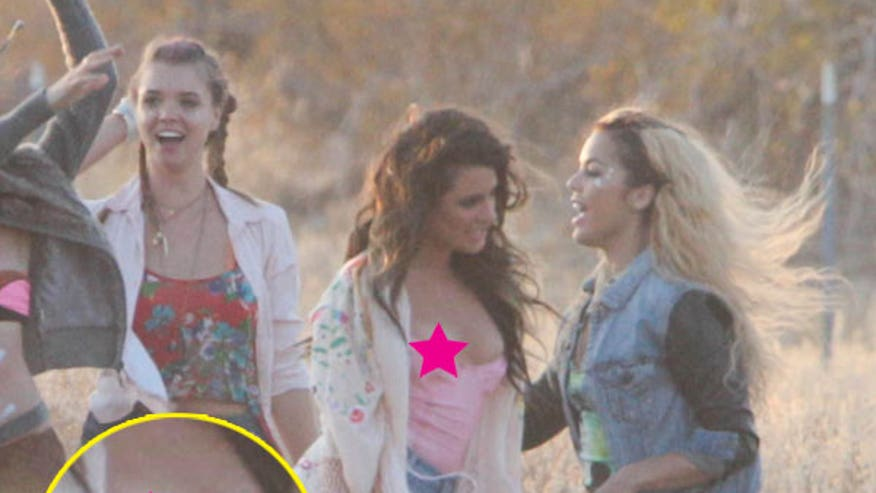 lea-michele-nipple-slip-new-video-excl-image-ftr