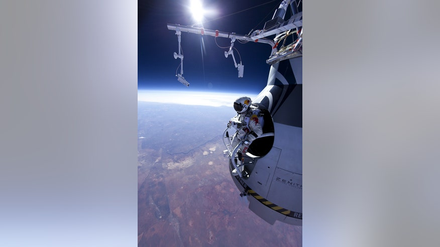 baumgartner-skydiver-stratosphere-jump