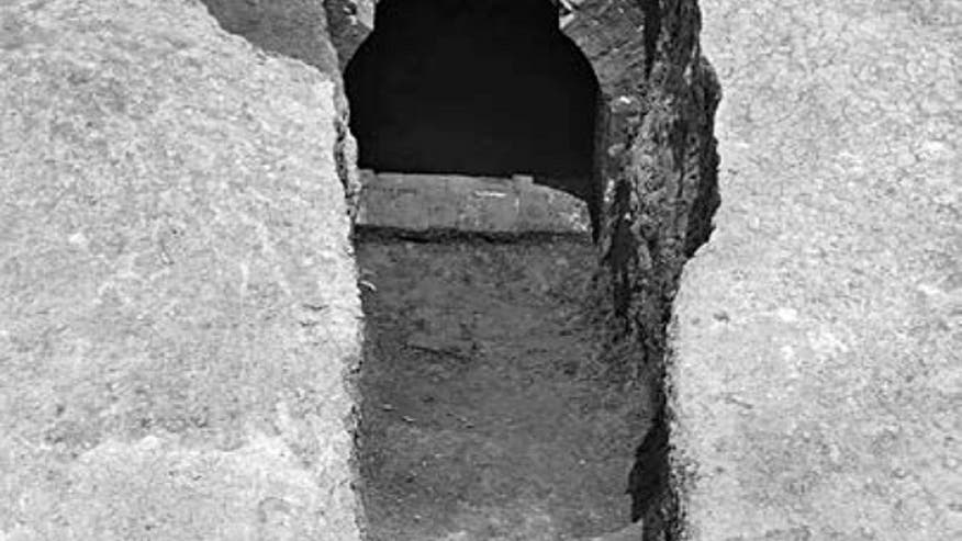 ming-dynasty-tomb-lady-mei
