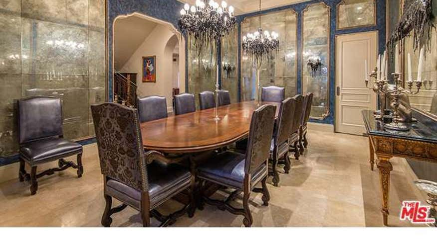 Slash-Dining-room1-a2b5c1710122e410VgnVCM100000d7c1a8c0____