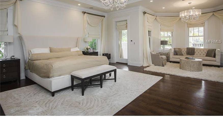 bedroom-6b1bd58f9d22e410VgnVCM100000d7c1a8c0____
