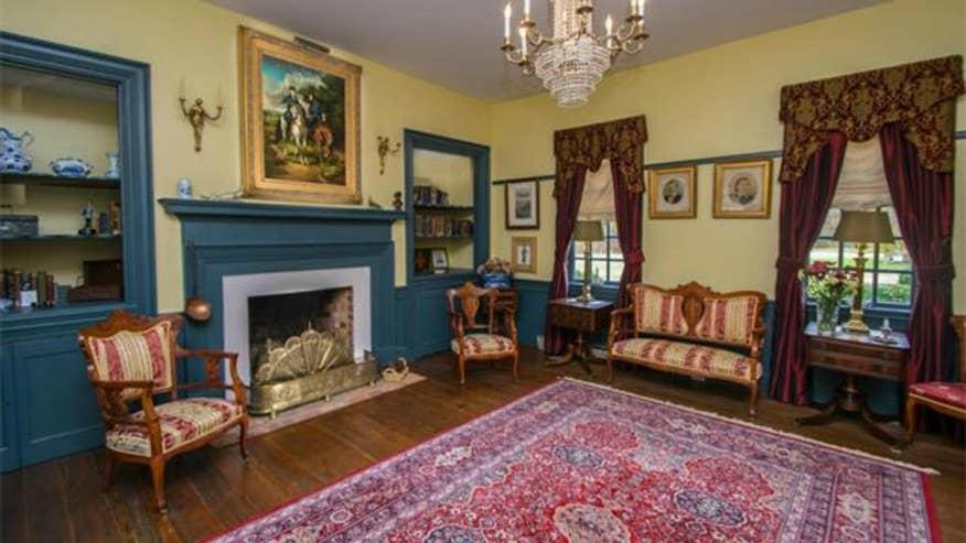 mosby-living-room-8aedc1710122e410VgnVCM100000d7c1a8c0____