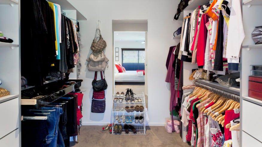 renters-love-walk-in-closets-826cd58f9d22e410VgnVCM100000d7c1a8c0____