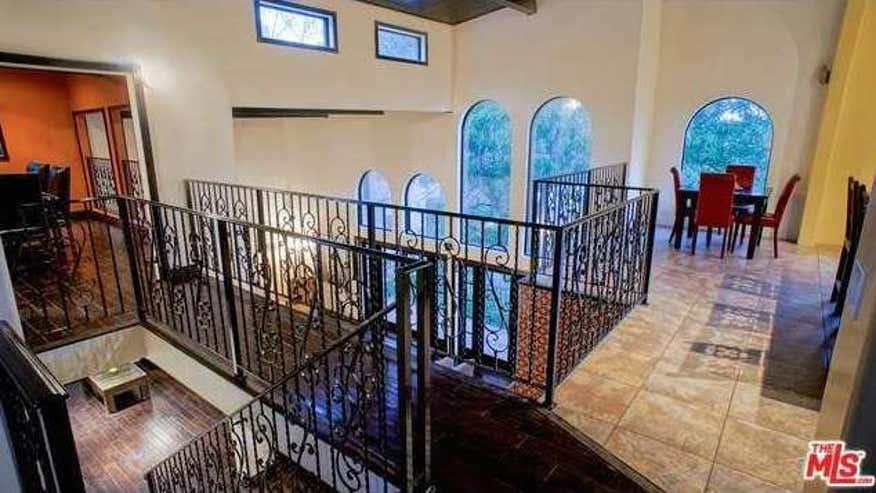 upstairs1-2e5bd58f9d22e410VgnVCM100000d7c1a8c0____