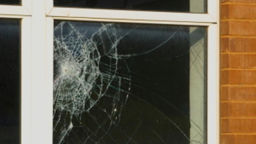 broken-window-8a279f525d22e410VgnVCM200000d6c1a8c0____
