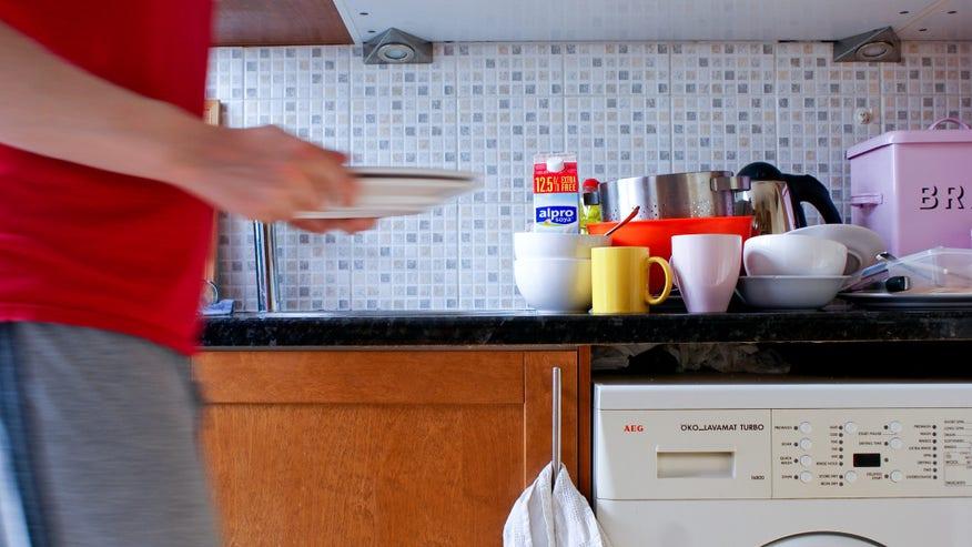 cleaning-up-the-kitchen-1024x685-7aa6d58f9d22e410VgnVCM100000d7c1a8c0____