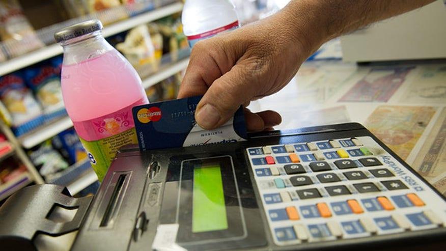 credit-card-swipe-906c7bbc7c52e410VgnVCM100000d7c1a8c0____