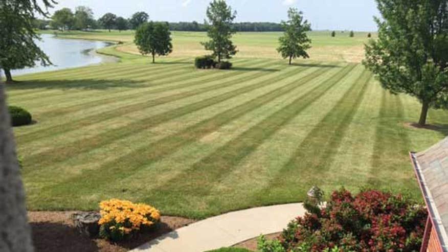 striped-lawn-a5ecc4a5b772e410VgnVCM100000d7c1a8c0____