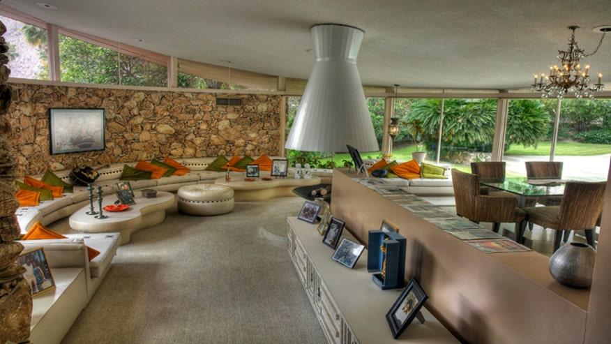 honeymoon-hideway-living-room-cb4cd0519792e410VgnVCM200000d6c1a8c0____