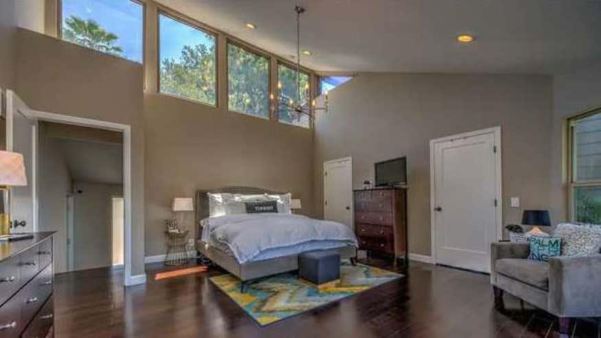 Ross-Matthews-Bedroom-fe978b8a9f04e410VgnVCM100000d7c1a8c0____