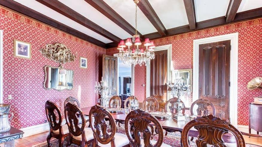 pillars-dining-room-8a7721ef3164e410VgnVCM100000d7c1a8c0____