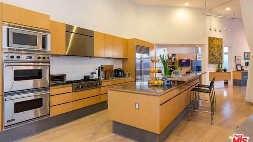 topanga-kitchen-2cb7b26f2098e410VgnVCM100000d7c1a8c0____