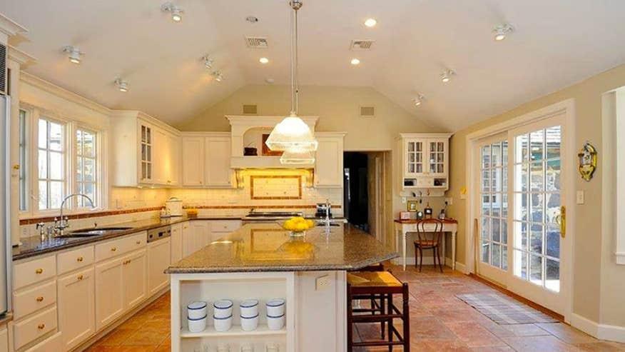 Hillside-kitchen-c78cb3e7bdd8e410VgnVCM100000d7c1a8c0____