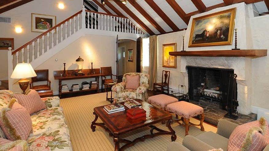 Hillside-living-room-c78cb3e7bdd8e410VgnVCM100000d7c1a8c0____
