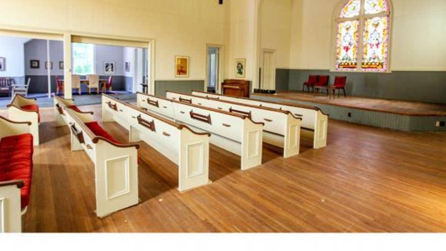 Lodi-church-sanctuary-72a1ae02e3a9e410VgnVCM100000d7c1a8c0____