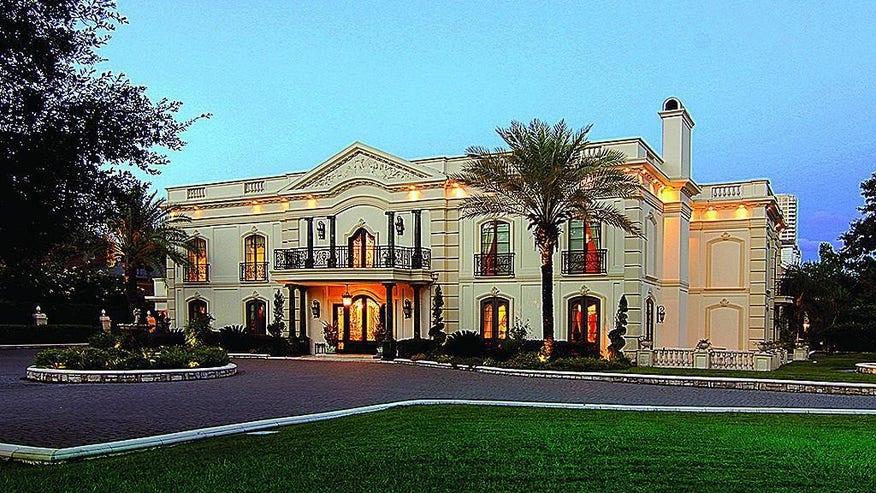 Houston-mansion-front-1024x620-53e6df49251be410VgnVCM100000d7c1a8c0____