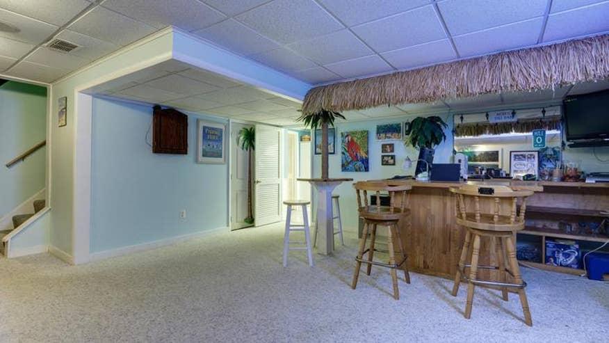 basement-tiki-5658183ea4cbe410VgnVCM100000d7c1a8c0____