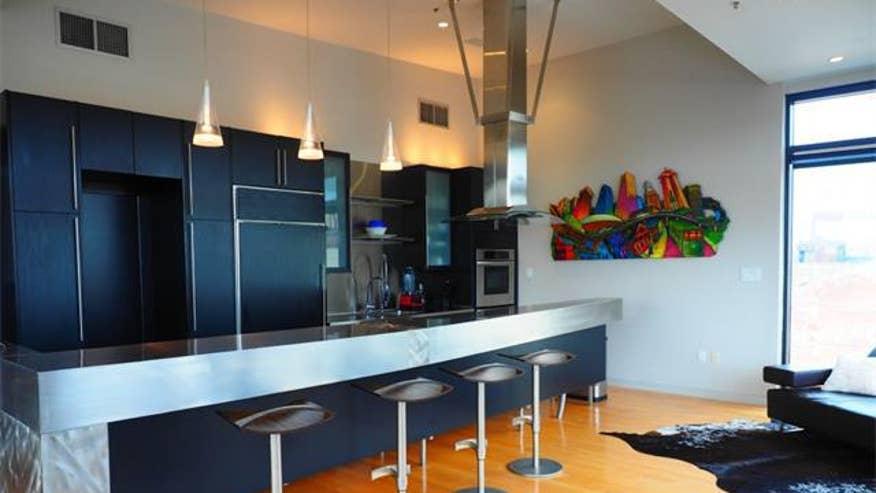 NOLA-penthouse-kitchen-fc0fec9fcd0ee410VgnVCM100000d7c1a8c0____