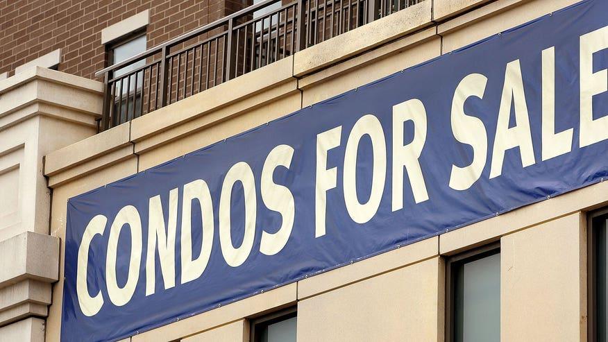 condos-for-sale-GettyImages-7152260-38cbe299f1dfe410VgnVCM100000d7c1a8c0____