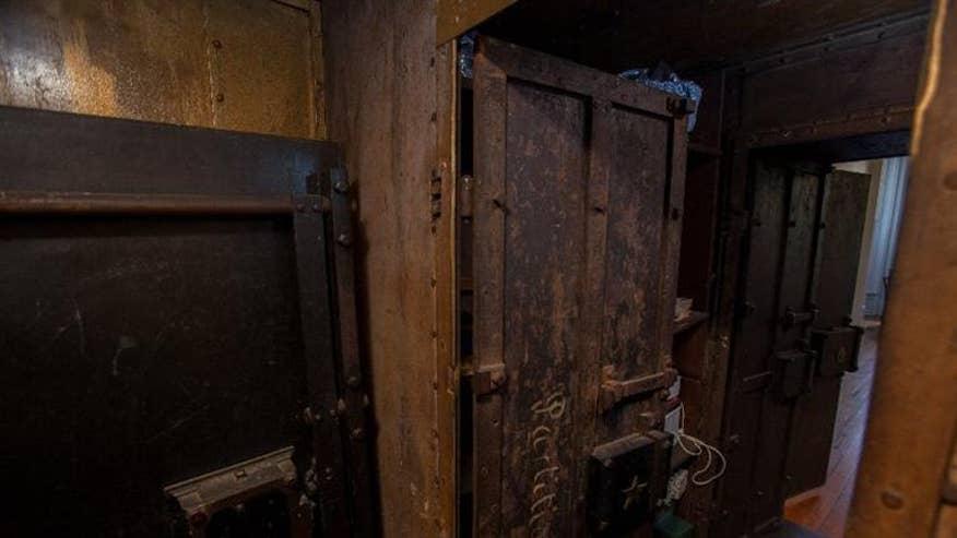 ky-bank-main-vault-05d412036731f410VgnVCM200000d6c1a8c0____