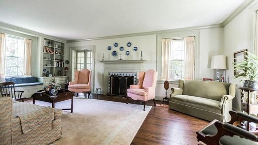 Eames-living-room-e1439406022197-bb6b05bb3732f410VgnVCM200000d6c1a8c0____