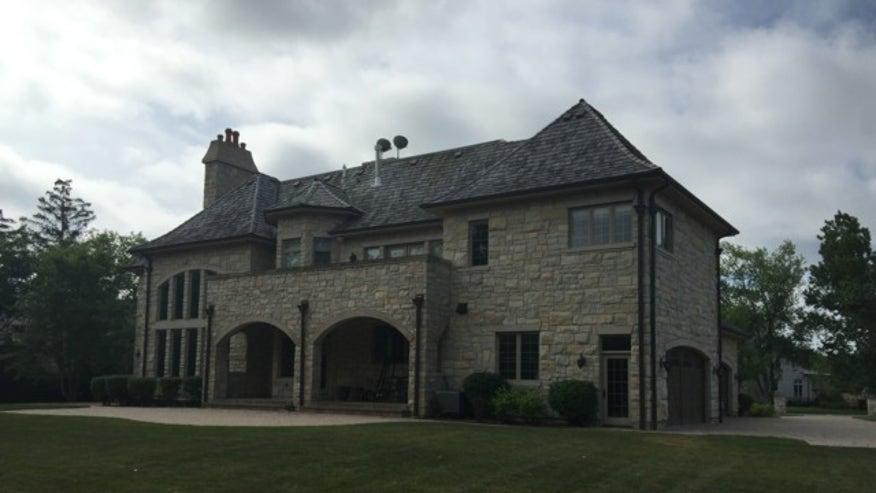 Northbrook-Chicago-Mansion-1be937231cd2f410VgnVCM200000d6c1a8c0____