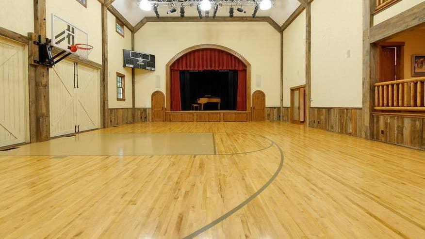 basketball-court-d0eda5734a14f410VgnVCM100000d7c1a8c0____