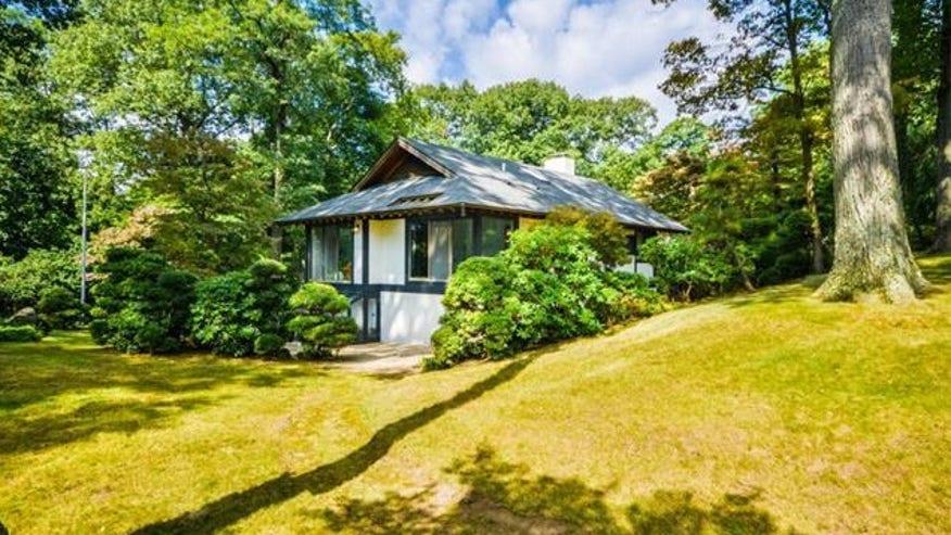 NY-Japanese-House-exterior-front-e1-044838407066f410VgnVCM100000d7c1a8c0____