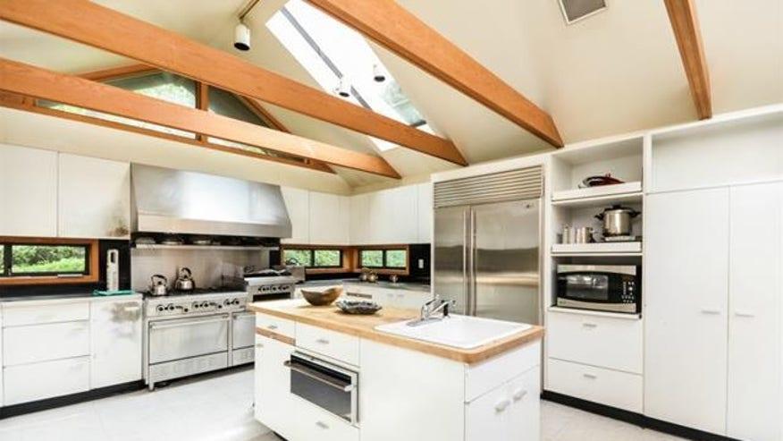 NY-Japanese-house-kitchen-e14405211-044838407066f410VgnVCM100000d7c1a8c0____