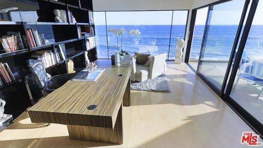 Office-With-Ocean-View-e14406236445-70c91b9ddce6f410VgnVCM100000d7c1a8c0____