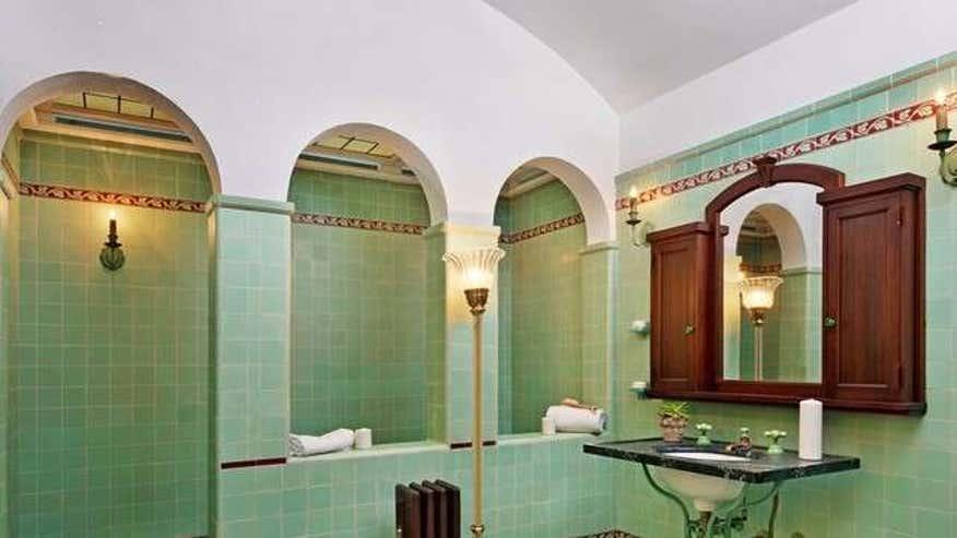 Green-Tiled-Bathroom-acac552b2257f410VgnVCM200000d6c1a8c0____