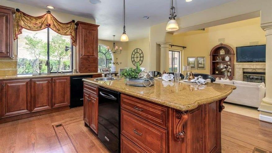 mullin-kitchen-1024x682-7263abae3858f410VgnVCM100000d7c1a8c0____