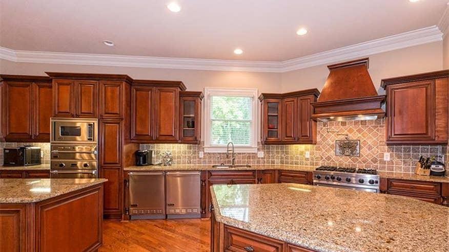 DeMarre-kitchen-19d62728a7a8f410VgnVCM100000d7c1a8c0____