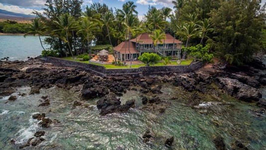 Neil-Young-Hawaii-House-52145432cd3bf410VgnVCM100000d7c1a8c0____