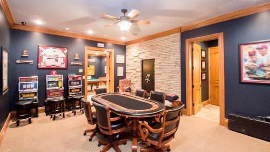 redman-gambling-room-e1441914541746-86301a00ad8bf410VgnVCM100000d7c1a8c0____