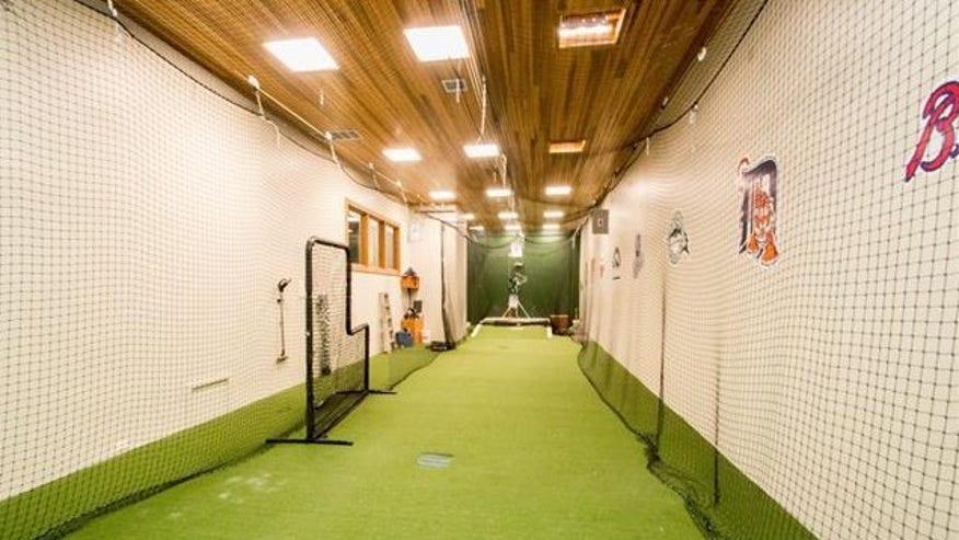 redman-indoor-court-e1441914515144-86301a00ad8bf410VgnVCM100000d7c1a8c0____