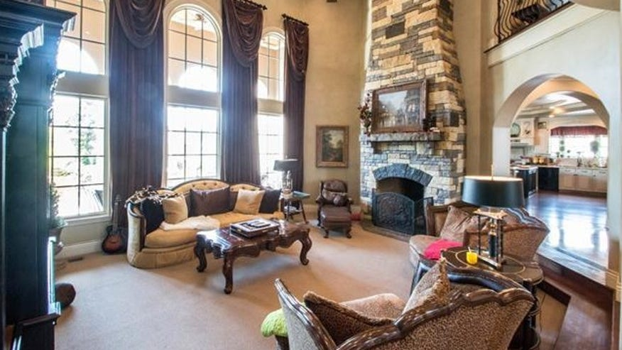 redman-living-room-e1441914617448-86301a00ad8bf410VgnVCM100000d7c1a8c0____