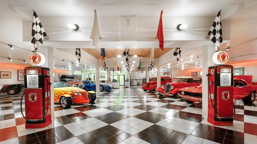 Primm-Ranch-car-showroom-6e6447ff287df410VgnVCM100000d7c1a8c0____