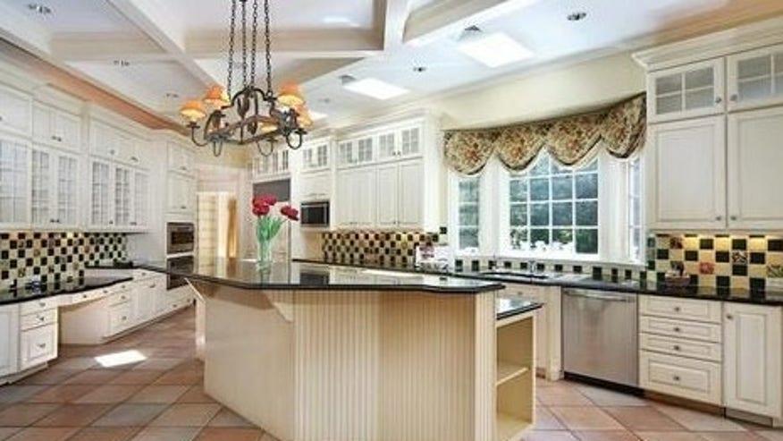 schilling-kitchen-e1442356965559-2e4b5633bf5df410VgnVCM100000d7c1a8c0____