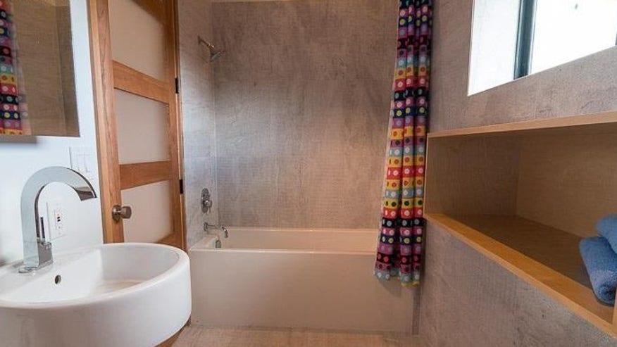 Bathroom-e1442949325299-f782eeeea66ff410VgnVCM100000d7c1a8c0____