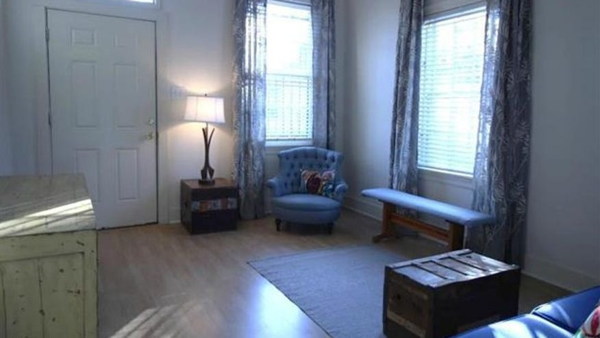 treme-living-room-e1443548378262-1465b67c30a10510VgnVCM100000d7c1a8c0____