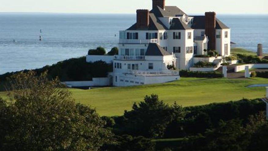 Taylor-Swifts-Rhode-Island-mega-man-a2768b8c18f10510VgnVCM100000d7c1a8c0____