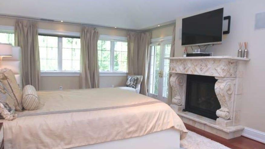 lowry-bedroom-e1443563107256-f3d40bb4e6a10510VgnVCM200000d6c1a8c0____